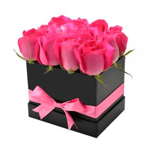Caja roja de corazón con surtido flores
