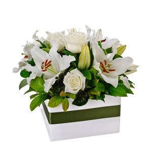 9 lilums y 9 rosas blancas