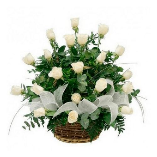 canasta de 18 rosas blancas